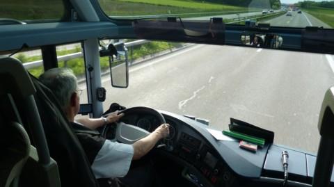 По требованию водителя работодатель обязан выдать путевые листы