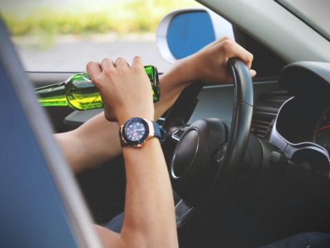 Внесение изменений в протокол и не разъяснение прав водителю являются существенными нарушениями законодательства